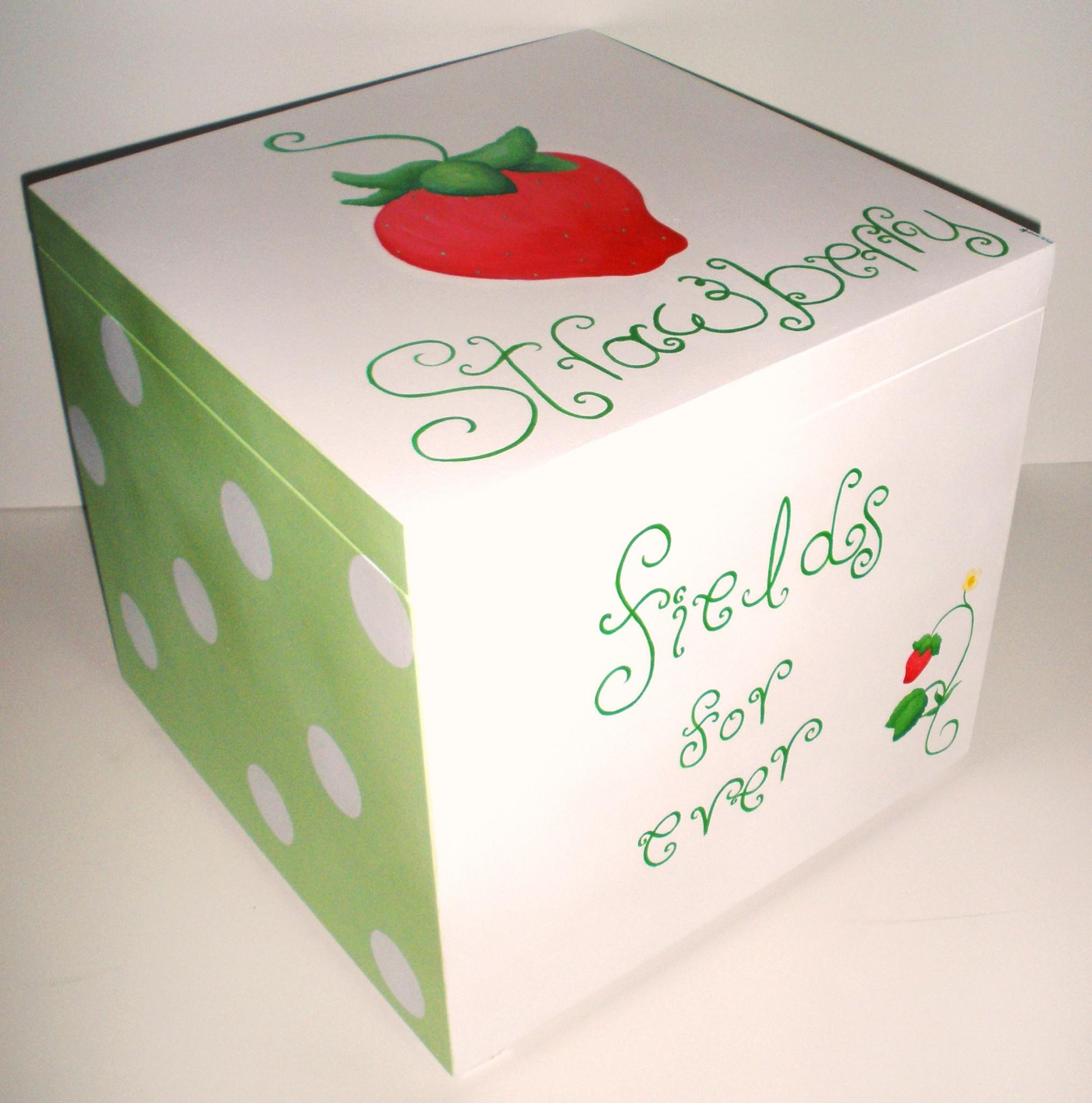 Κουτί βάπτισης Φράουλα VK032