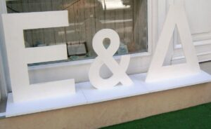 Ξύλινα γράμματα επιδαπέδια διακόσμησης ZG024