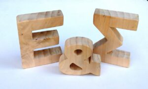 Ξύλινα, επιτραπέζια γράμματα ZG043