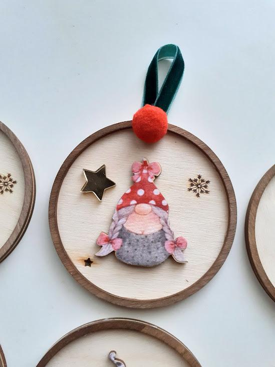 Χριστουγεννιάτικα στολίδια με όνομα «Ξωτικά» κορίτσι