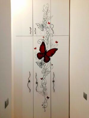 Ζωγραφική ντουλάπας για παιδικό δωμάτιο Πεταλούδες
